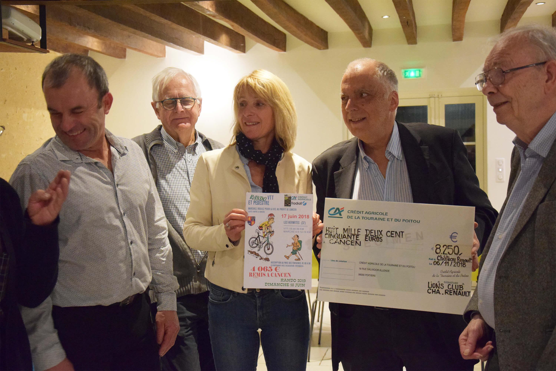 Remise de chèques vente des tulipes Lions Club de Château-Renault & de la randonnée des Hermites